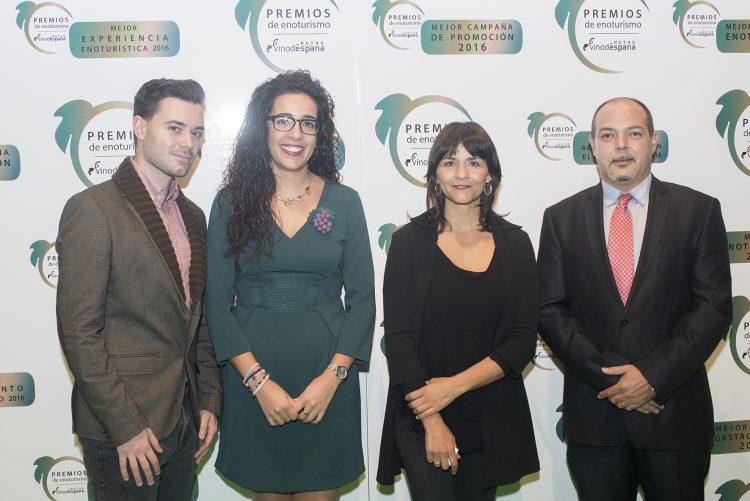 Representantes de Villena recogieron el premios en la Gala de los III Premios de Enoturismo de Rutas del Vino de España. | Foto: Miguel Ángel Muñoz Romero